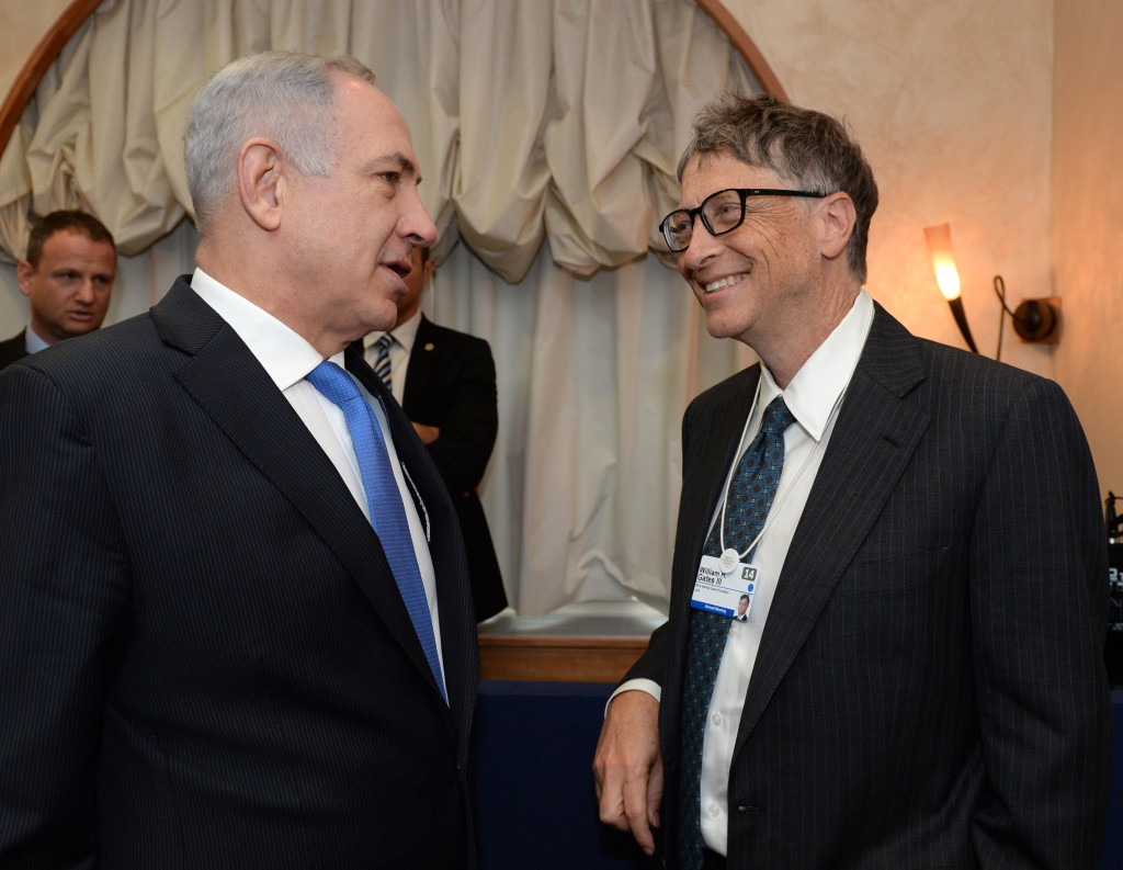 Israeli Prime Minister Benjamin Netanyahu talks with Bill Gates during the World Economic FOrum in Davos, Switzerland, on Thursday, January 23, 2014. Photo by Kobi Gideon/GPO/Flash 90.